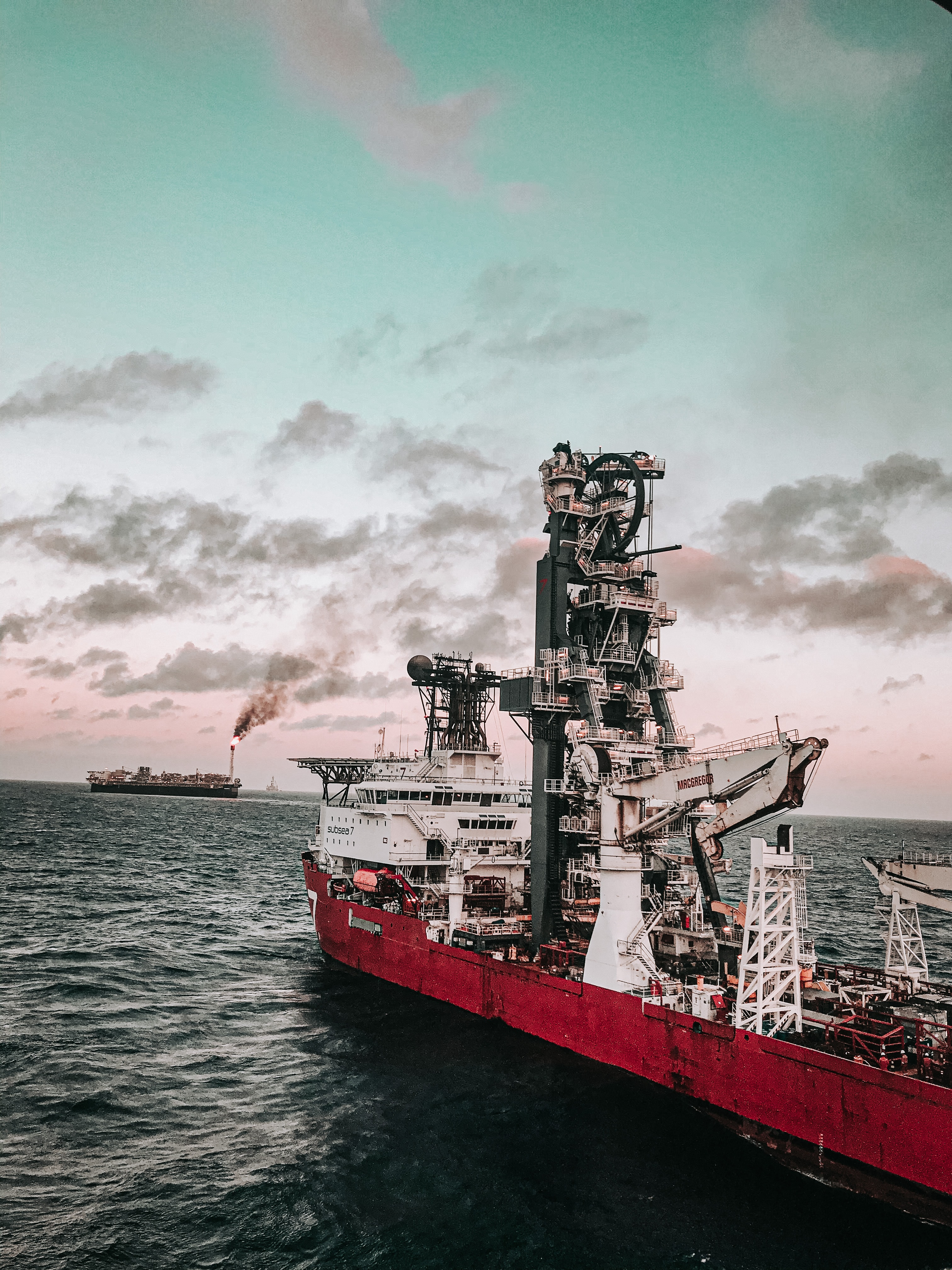 GeoCorr Hurricane Ida Illustrates How Natural Disasters Affect O&G Pipelines Oil Rig in Ocean